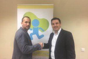 Firmando contrato con ICS Solutions